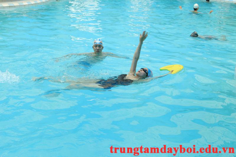 Kỹ thuật TAY trong Bơi Ngửa  Kỹ thuật TAY trong Bơi Ngửa