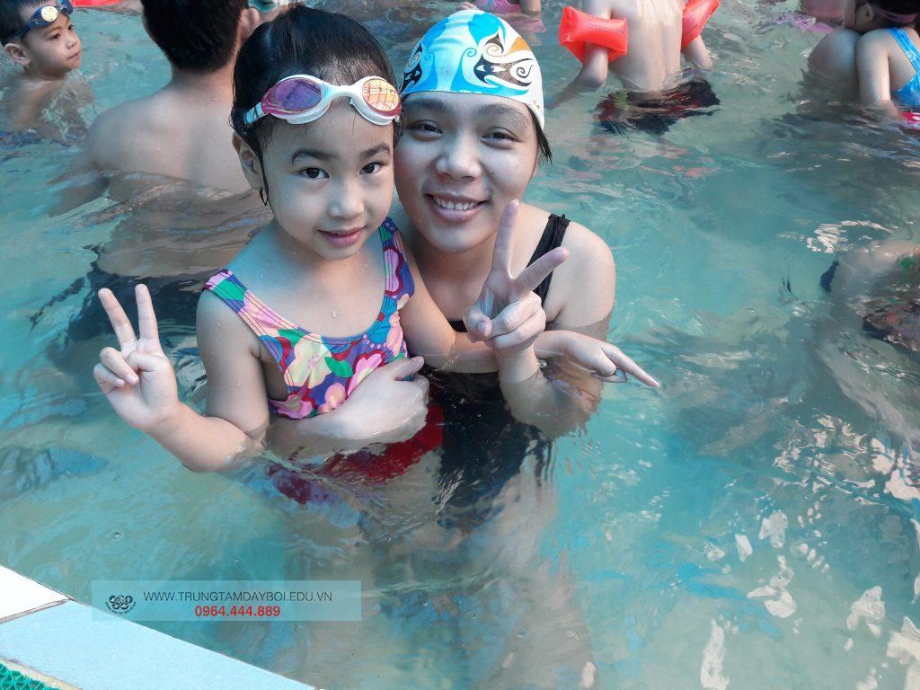 Lứa tuổi nào có thể học bơi?  Lứa tuổi nào có thể học bơi?