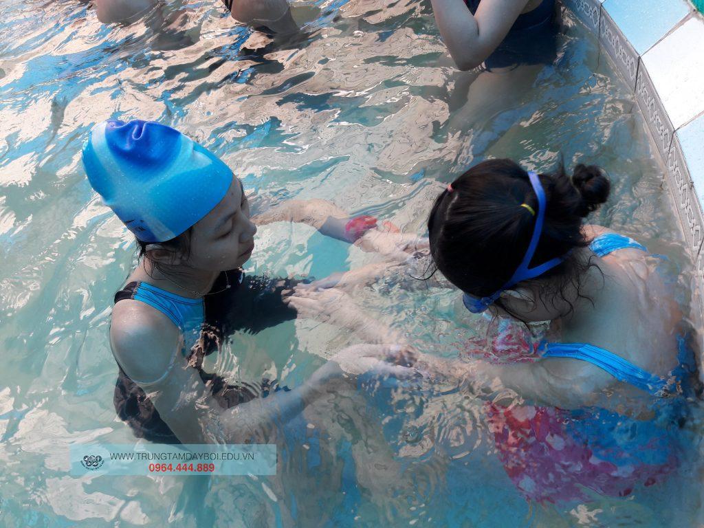"""Một số """"bí quyết"""" học bơi cần ghi nhớ  Một số """"bí quyết"""" học bơi cần ghi nhớ"""