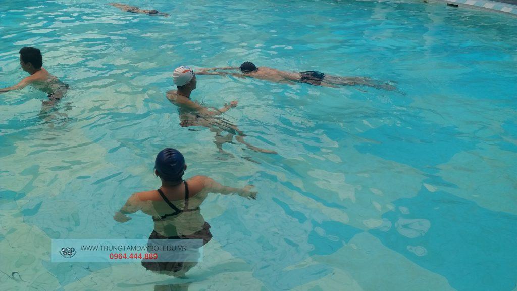 Hình ảnh lớp học bơi nâng cao 1  Hình ảnh lớp học bơi nâng cao 1  Hình ảnh lớp học bơi nâng cao 1