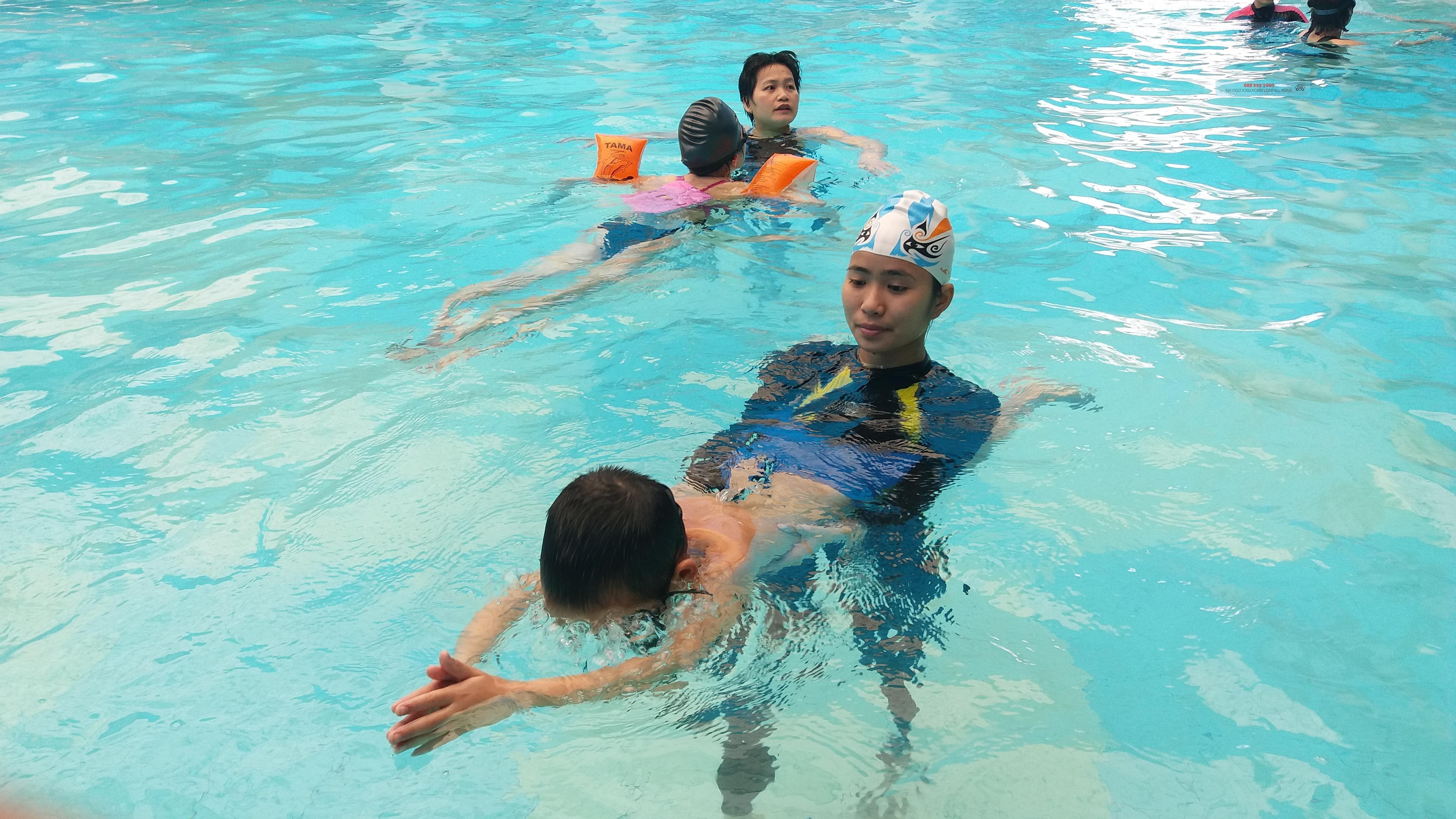 Các bước học bơi lội hiệu quả