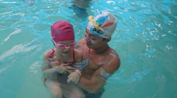 Bơi lội giải trí giúp trẻ năng động