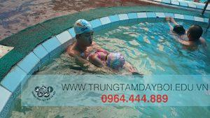 Trẻ em học bơi như thế nào?  Trẻ em học bơi như thế nào?  Trẻ em học bơi như thế nào?