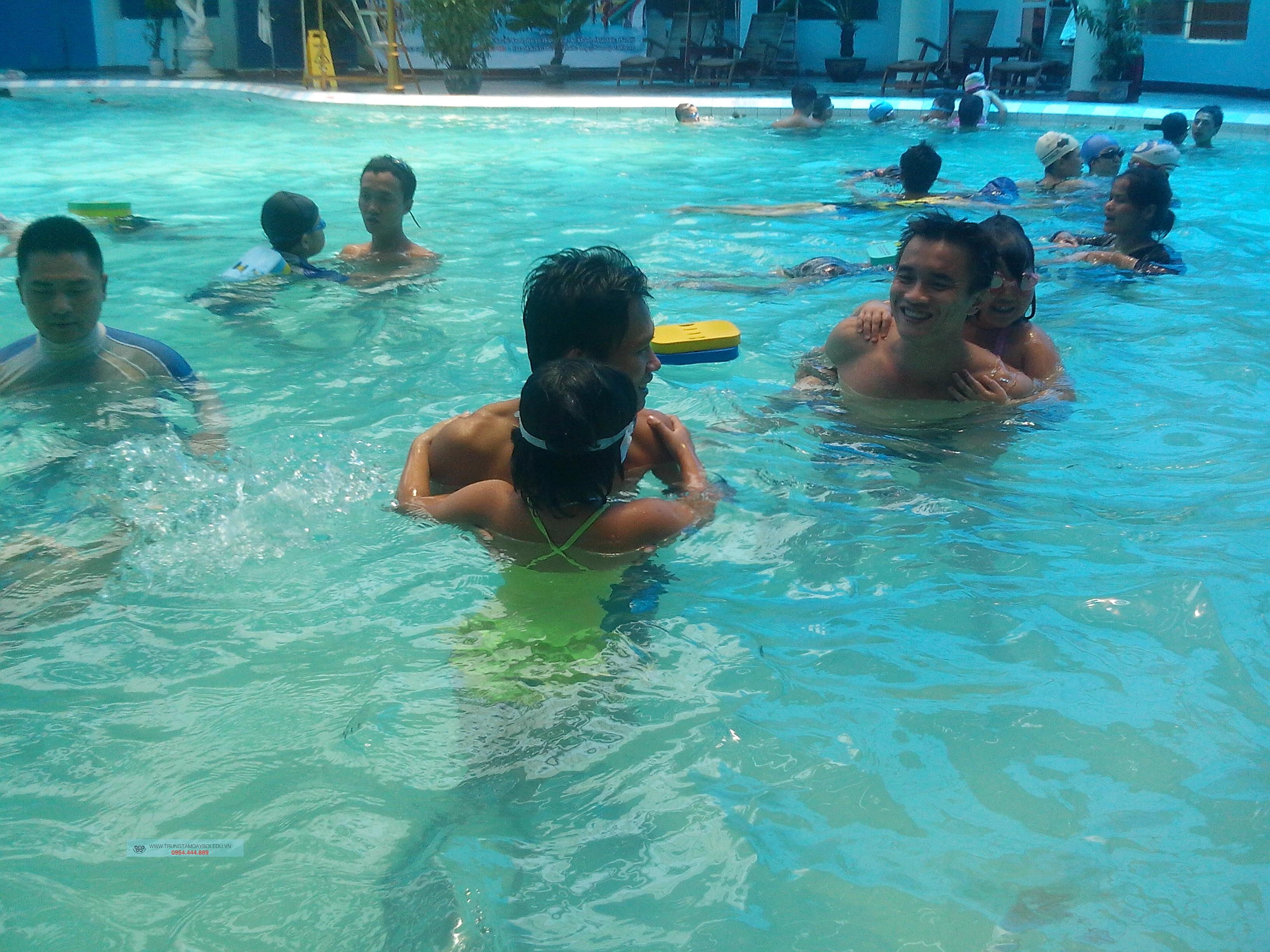 Hình ảnh lớp học bơi cơ bản