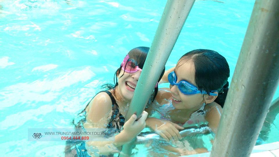 Học bơi với kính - Liệu có tốt cho trẻ?  Học bơi với kính - Liệu có tốt cho trẻ?