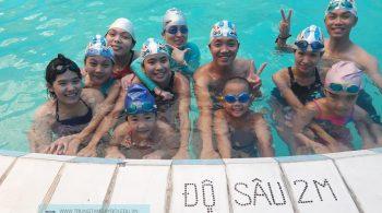 Lớp học bơi