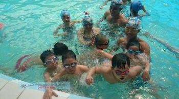 Hình ảnh lớp học bơi công ty đoàn thể