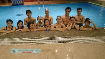 Lớp học bơi người lớn