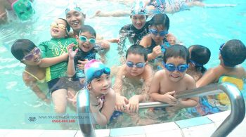 Hình ảnh lớp học bơi trẻ em
