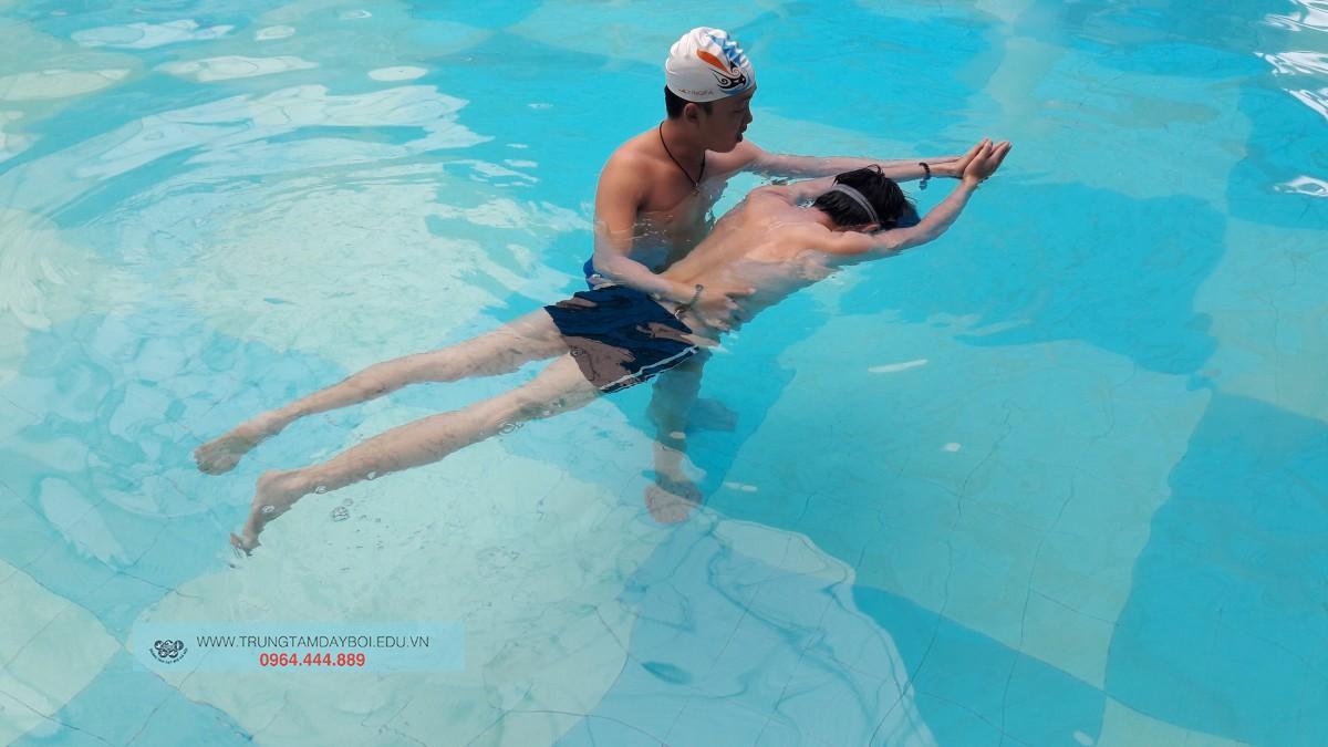 Dạy học bơi kèm riêng cấp tốc cho người lớn đón hè 2018 ?  Dạy học bơi kèm riêng cấp tốc cho người lớn đón hè 2018 ?
