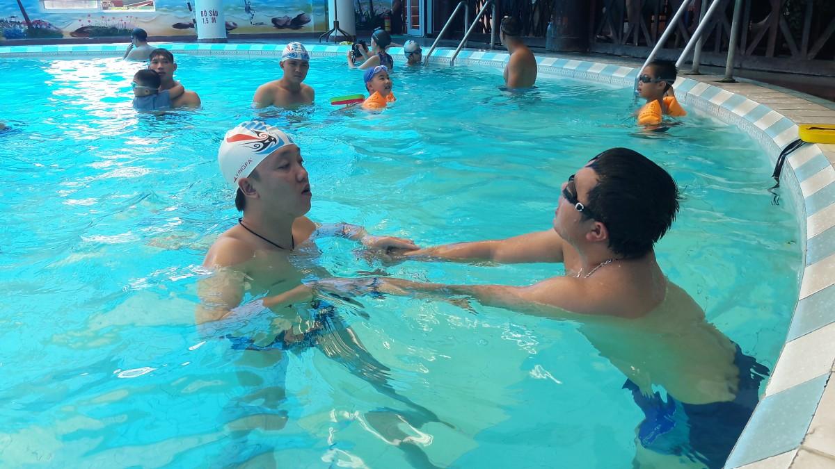 """""""Sợ nước"""": Lời khuyên để học bơi hiệu quả  """"Sợ nước"""": Lời khuyên để học bơi hiệu quả"""