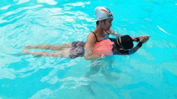 Trung tâm dạy bơi Hà Nội tuyển sinh các khóa dạy học bơi hè 2019