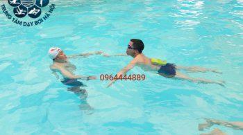 Bạn nghĩ bạn quá già để học bơi ???