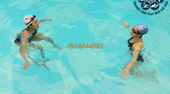 3 cách giảm mờ kính bơi