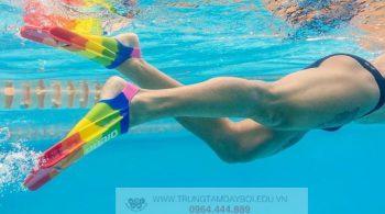Vì sao bị chuột rút bắp chân khi bơi?